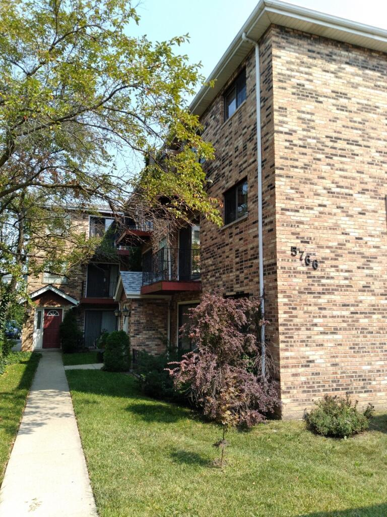 5766 W HIGGINS Avenue Unit C2, Chicago IL 60630