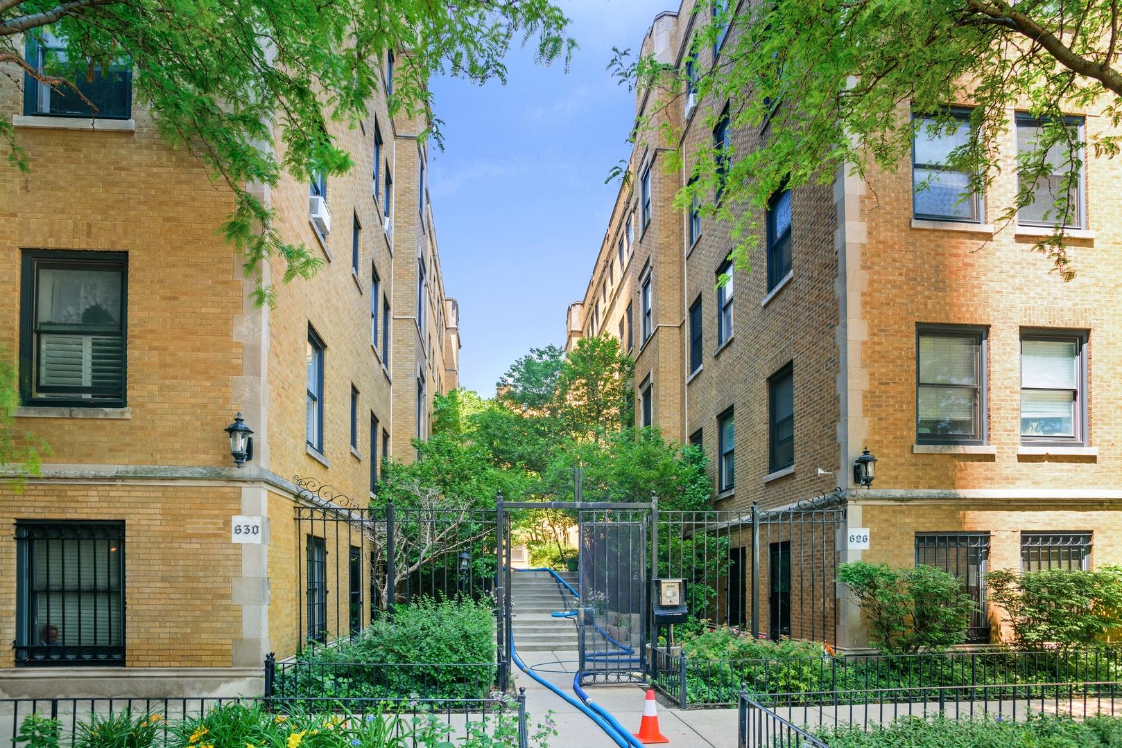 630 W WAVELAND Avenue Unit 3E, Chicago IL 60613