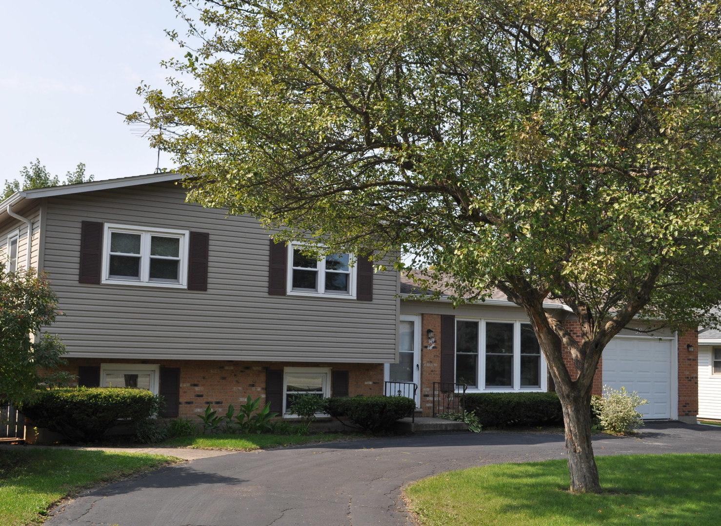 58 Hawthorne Drive, Lindenhurst IL 60046