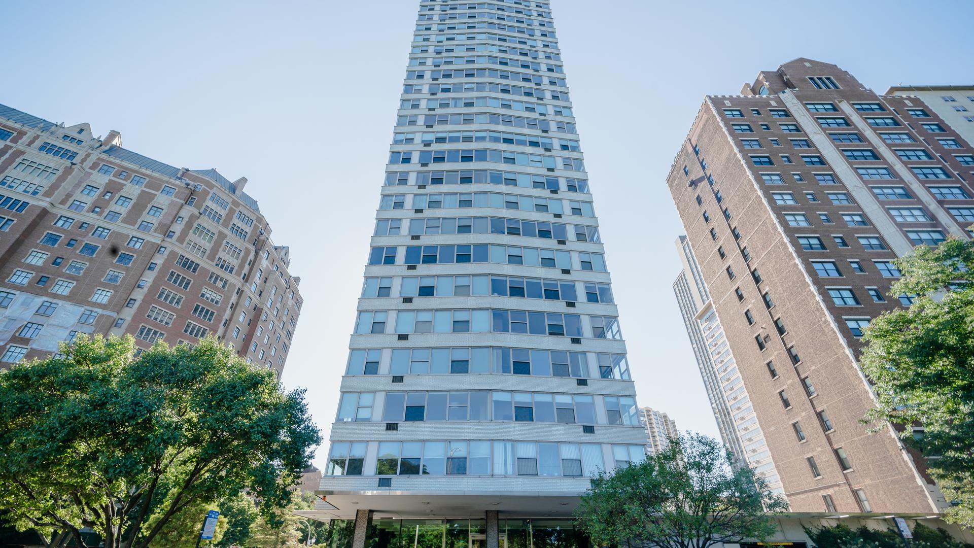 3900 N Lake Shore Drive Unit 22C, Chicago IL 60613