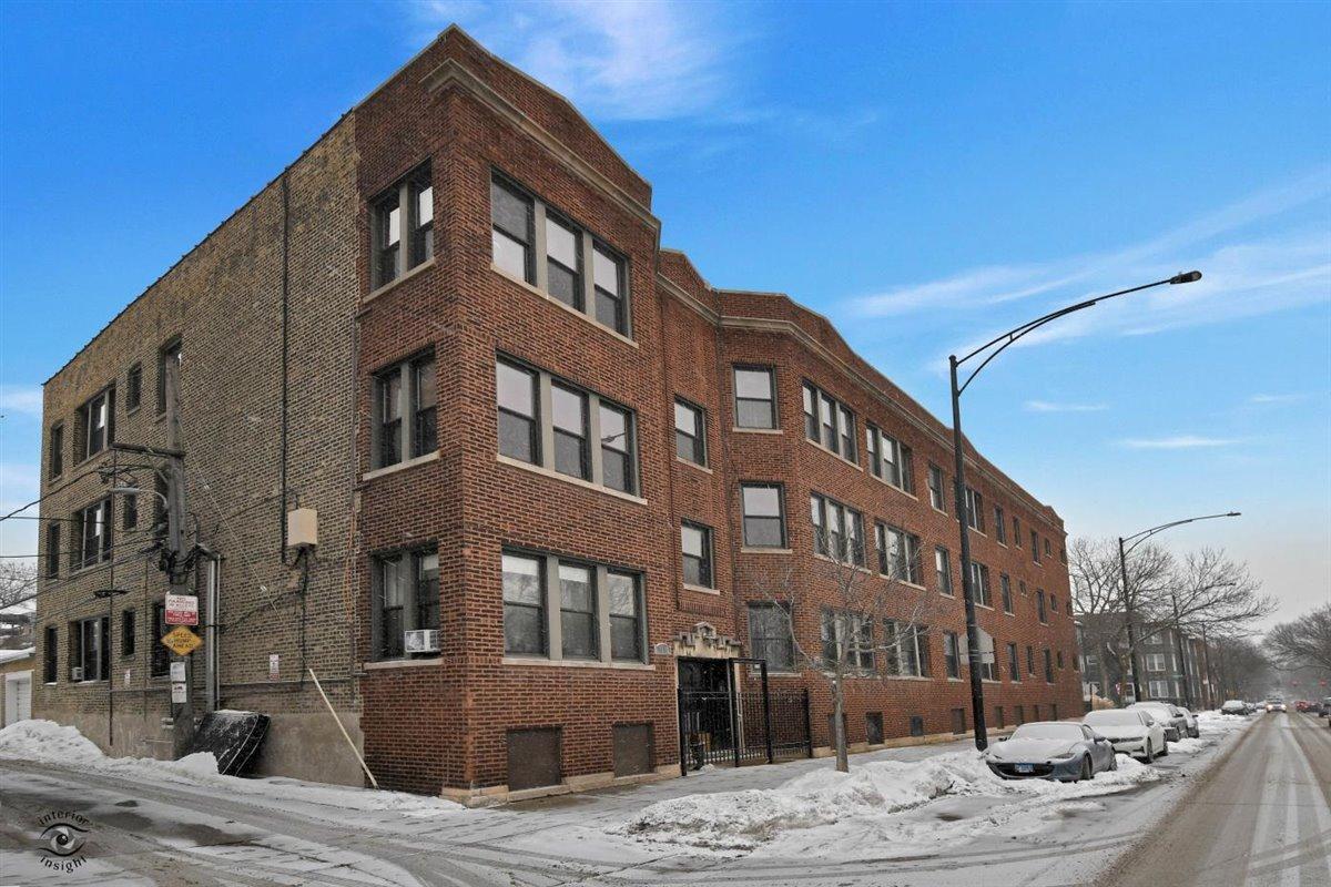 1310 W Montrose Avenue Unit 2, Chicago IL 60613