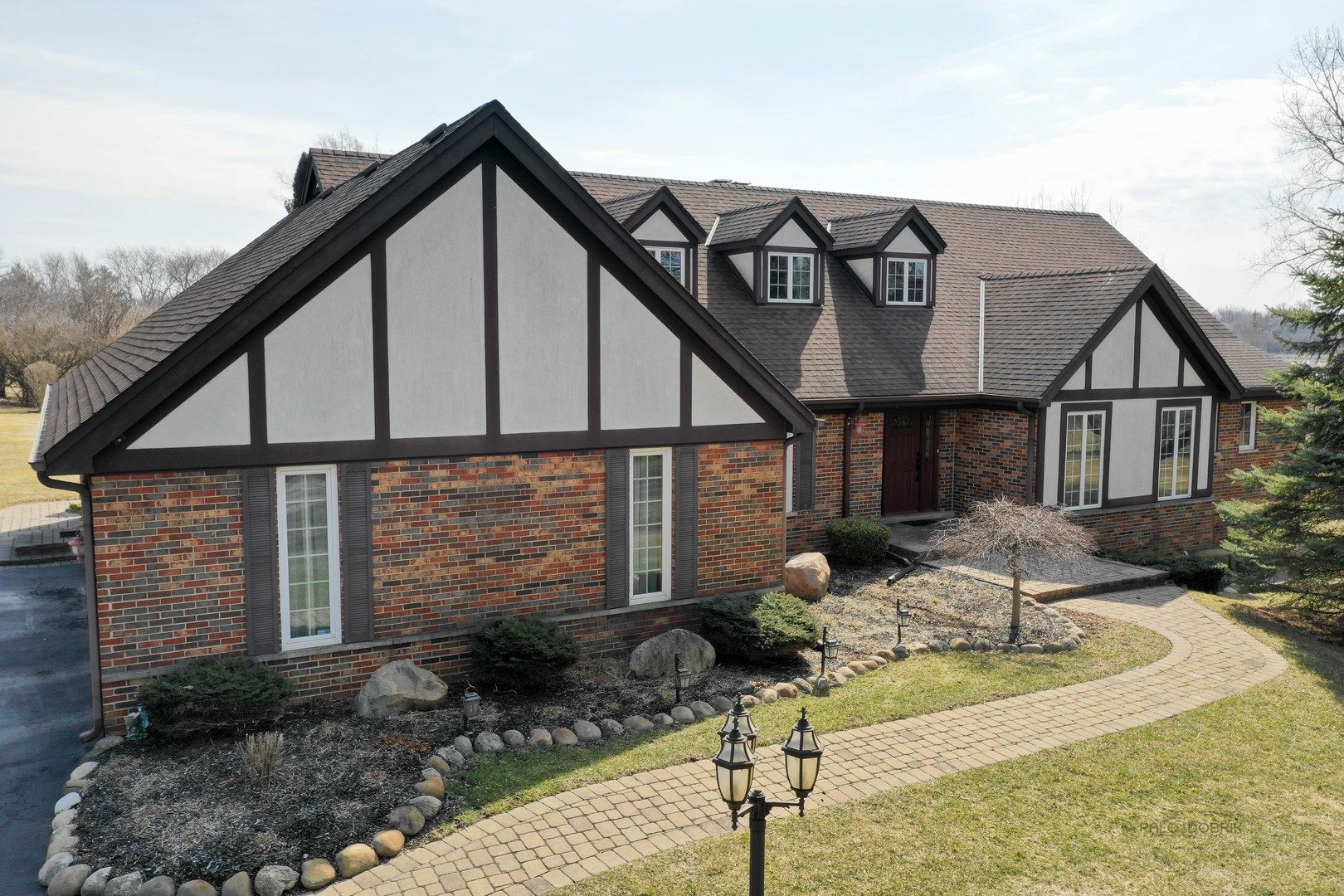 2155 COMMON RIDINGS Way, Inverness IL 60010