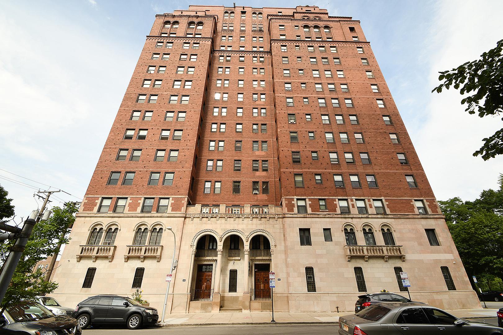 6700 S Crandon Avenue Unit 4C, Chicago IL 60649