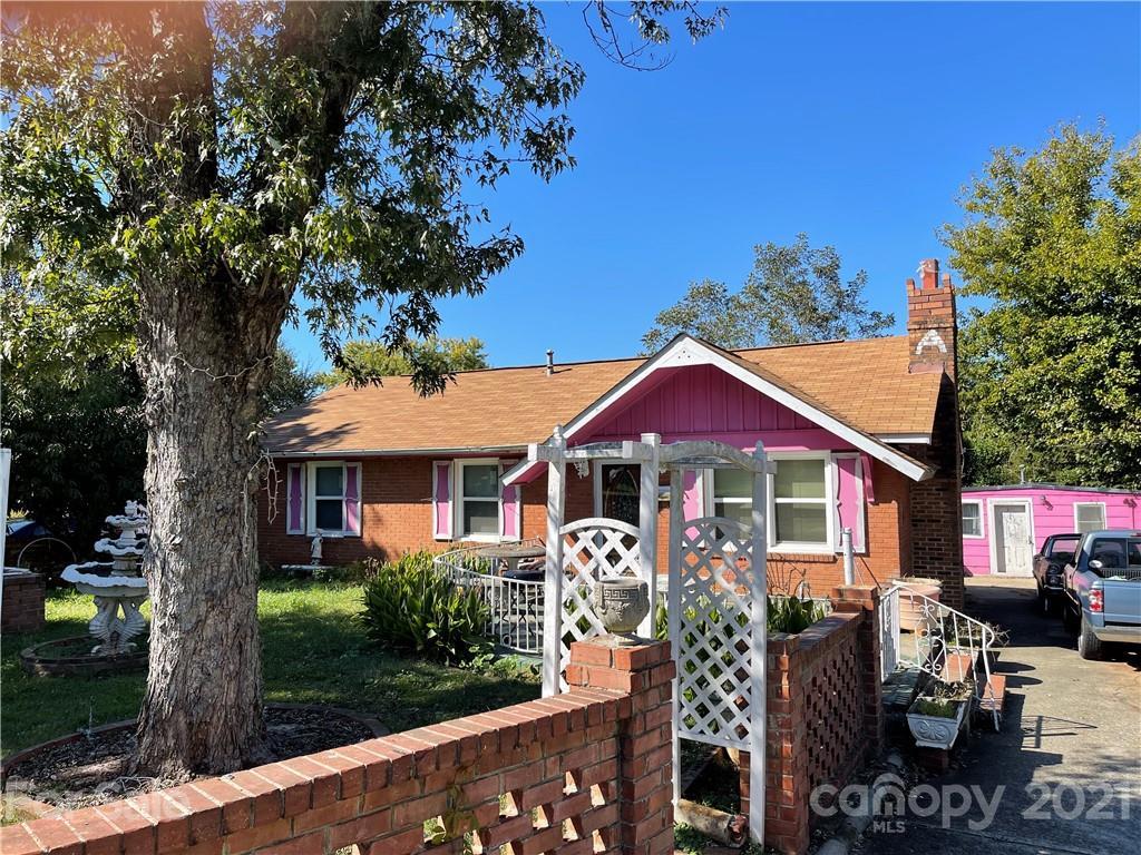 3926 Sunnycrest Lane, Charlotte NC 28217