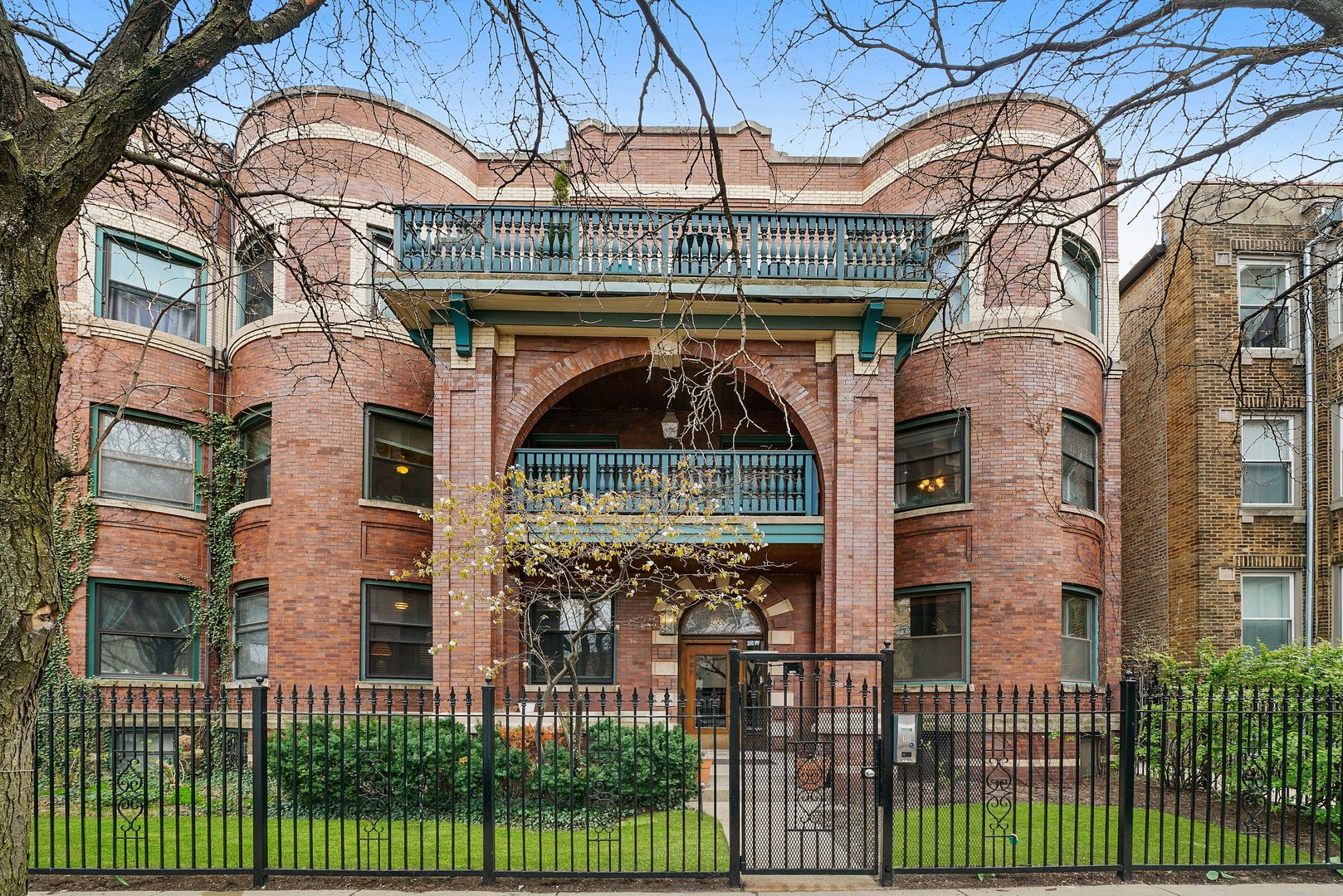 907 W Gordon Terrace Unit 1, Chicago IL 60613