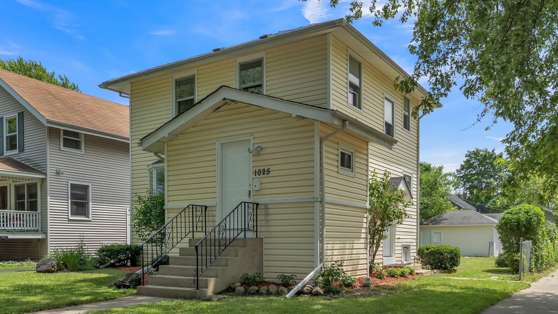 1025 Woodlawn Avenue, Waukegan IL 60085