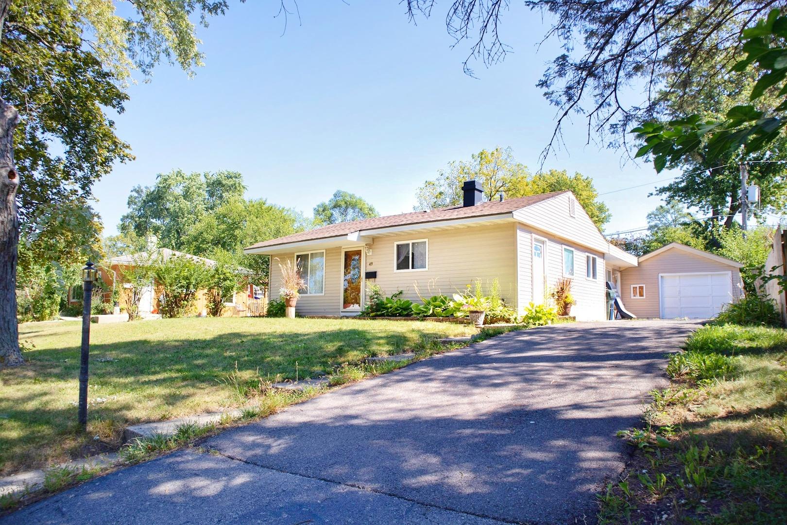 49 WREN Road, Carpentersville IL 60110