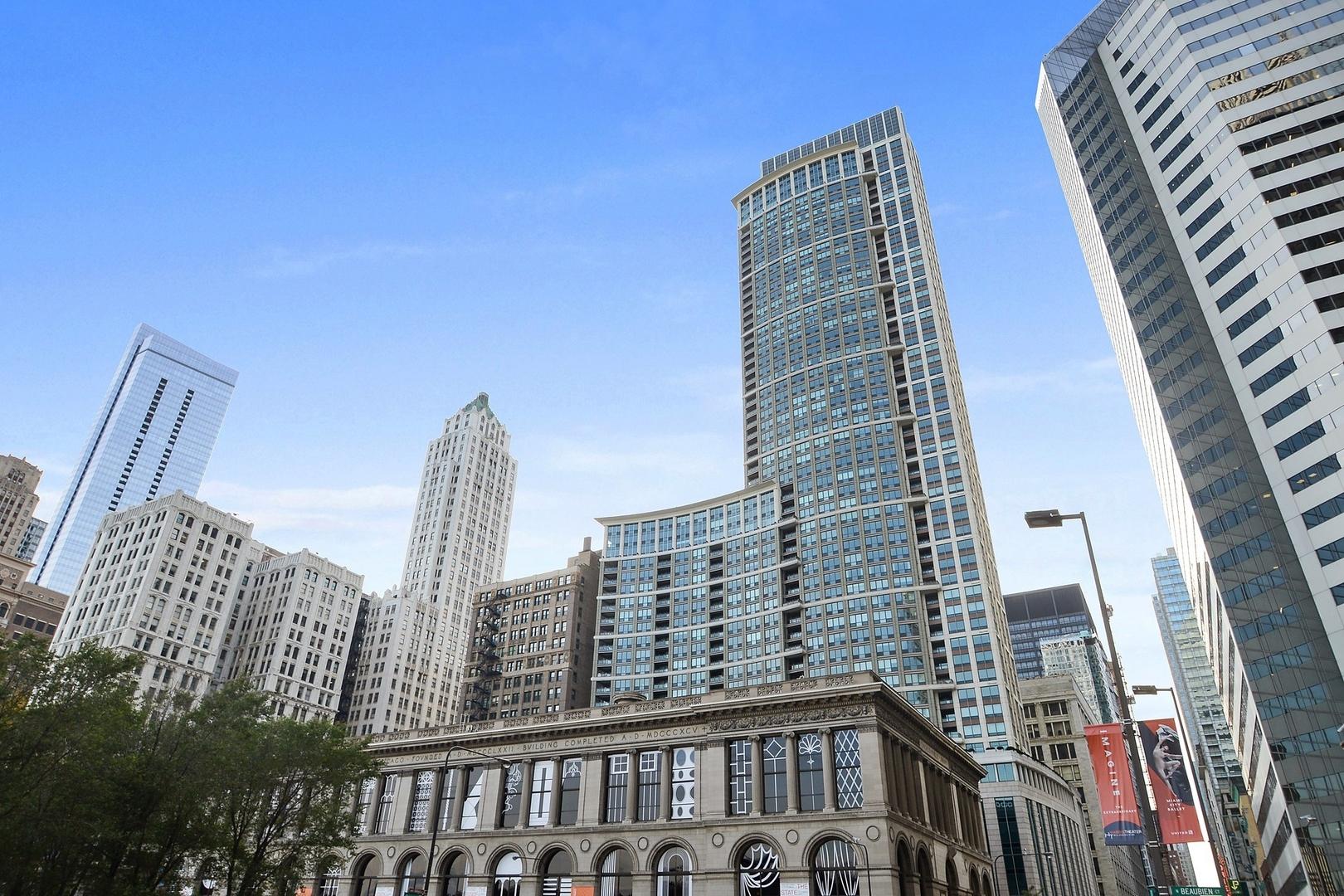 130 N Garland Court Unit 2408, Chicago IL 60602