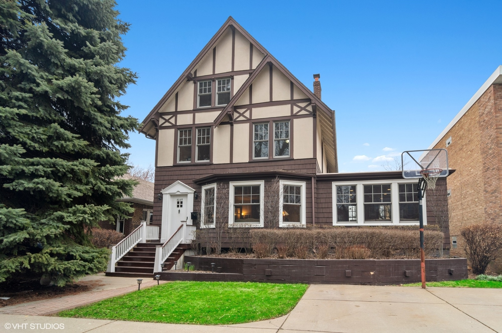 4049 N Keystone Avenue, Chicago IL 60641