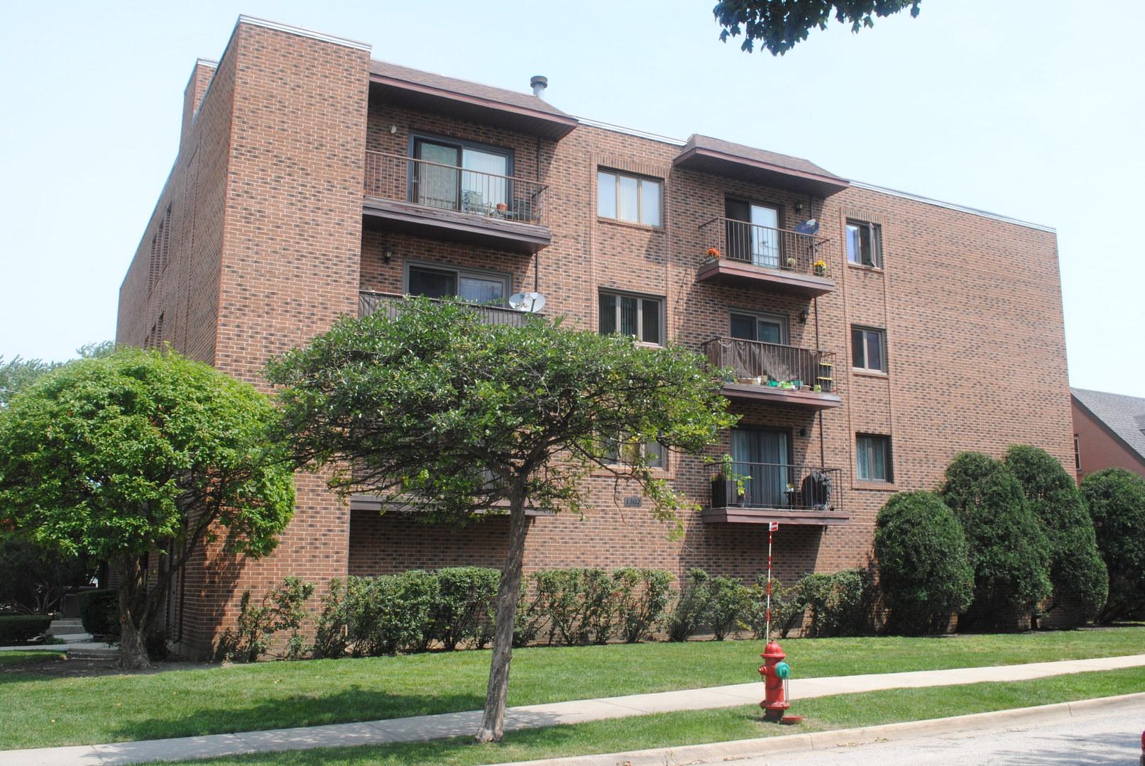 1302 E Washington Street Unit A3, Des Plaines IL 60016