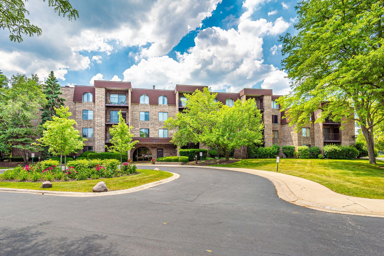 2050 Valencia Drive Unit 210C, Northbrook IL 60062