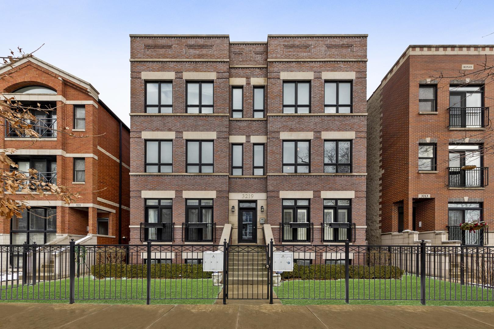 3219 N Racine Avenue Unit 2S, Chicago IL 60657