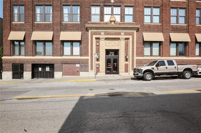 523 Grand Boulevard Unit 3F, Kansas City MO 64106