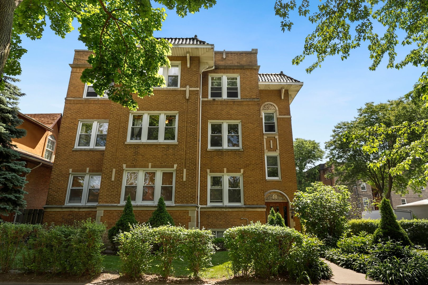 5027 N Bernard Street Unit 2N, Chicago IL 60625