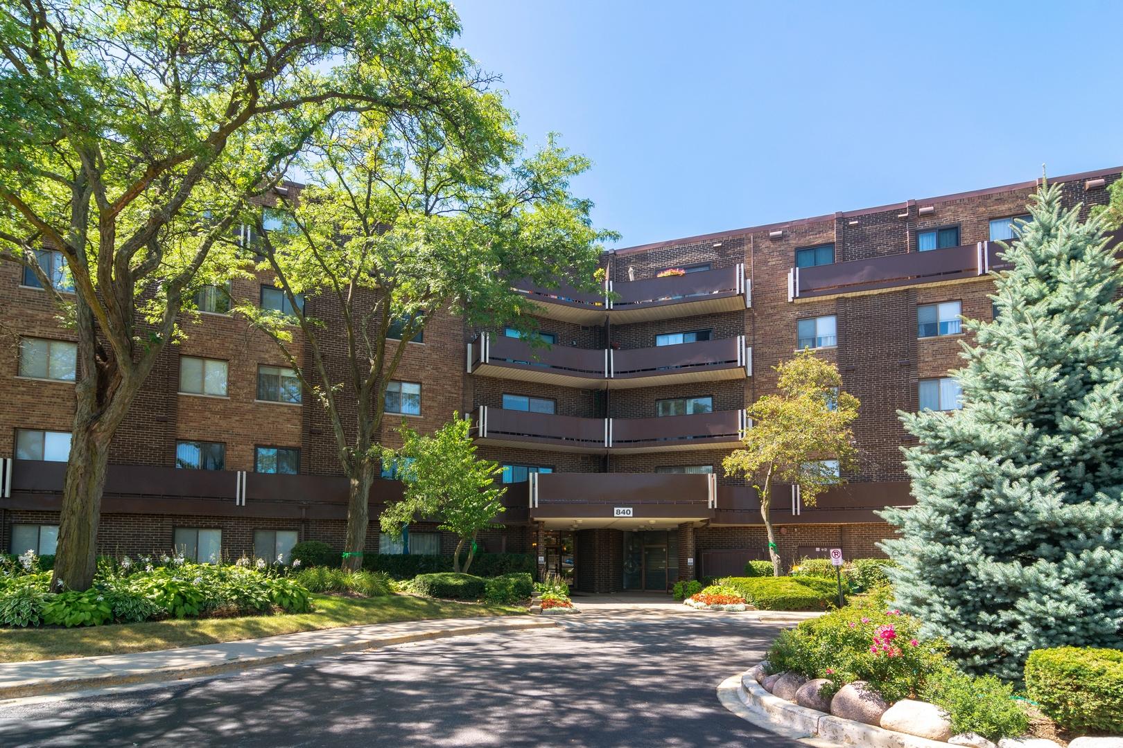 840 Wellington Avenue Unit 211, Elk Grove Village IL 60007