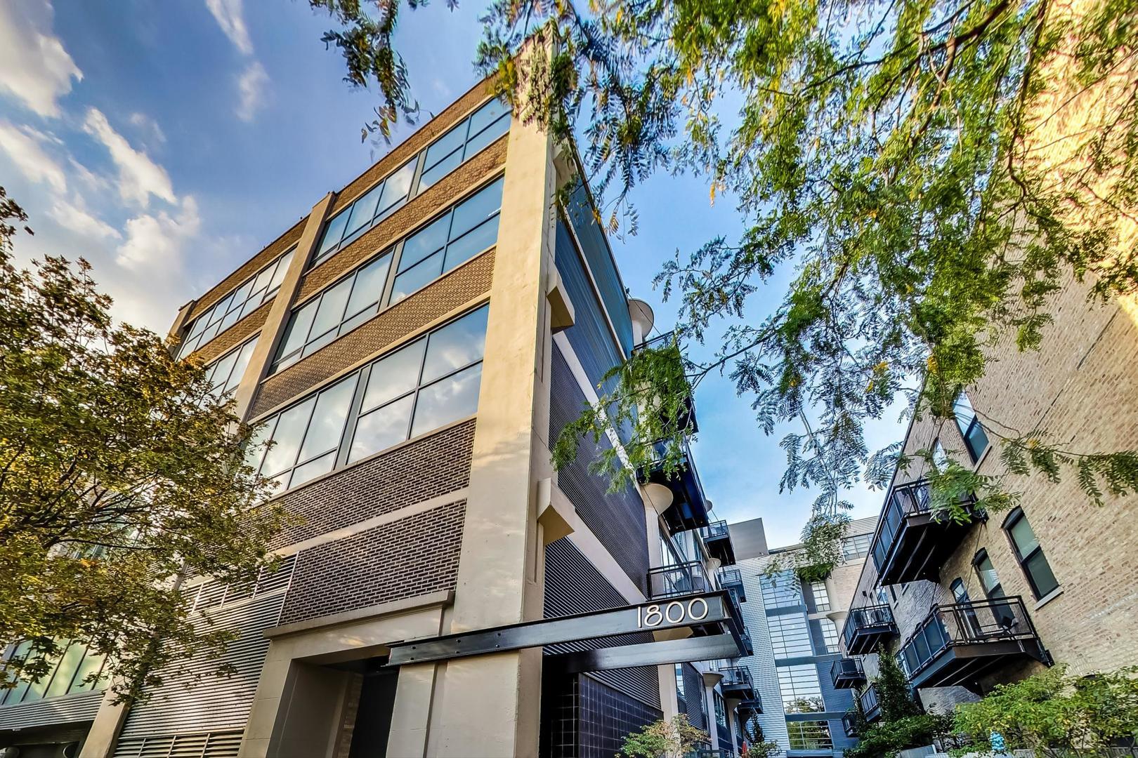 1800 W Grace Street Unit 420, Chicago IL 60613