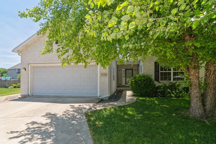 732 Independence Court, Yorkville IL 60560