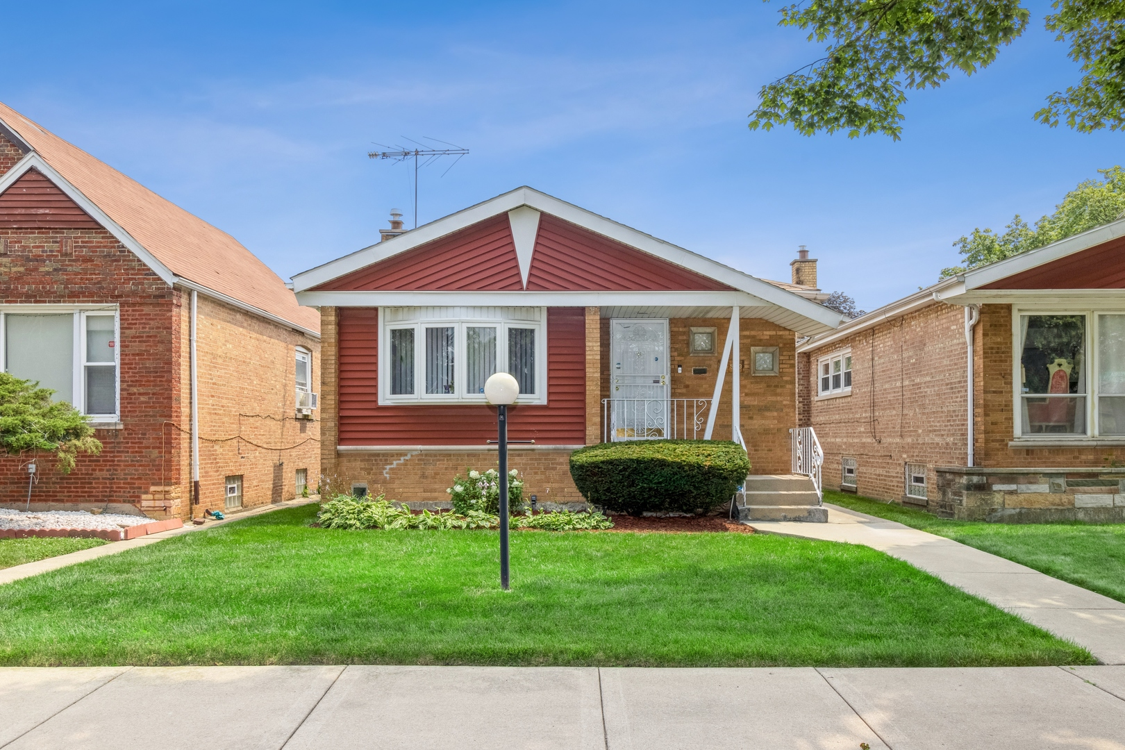 10553 S Peoria Street, Chicago IL 60643